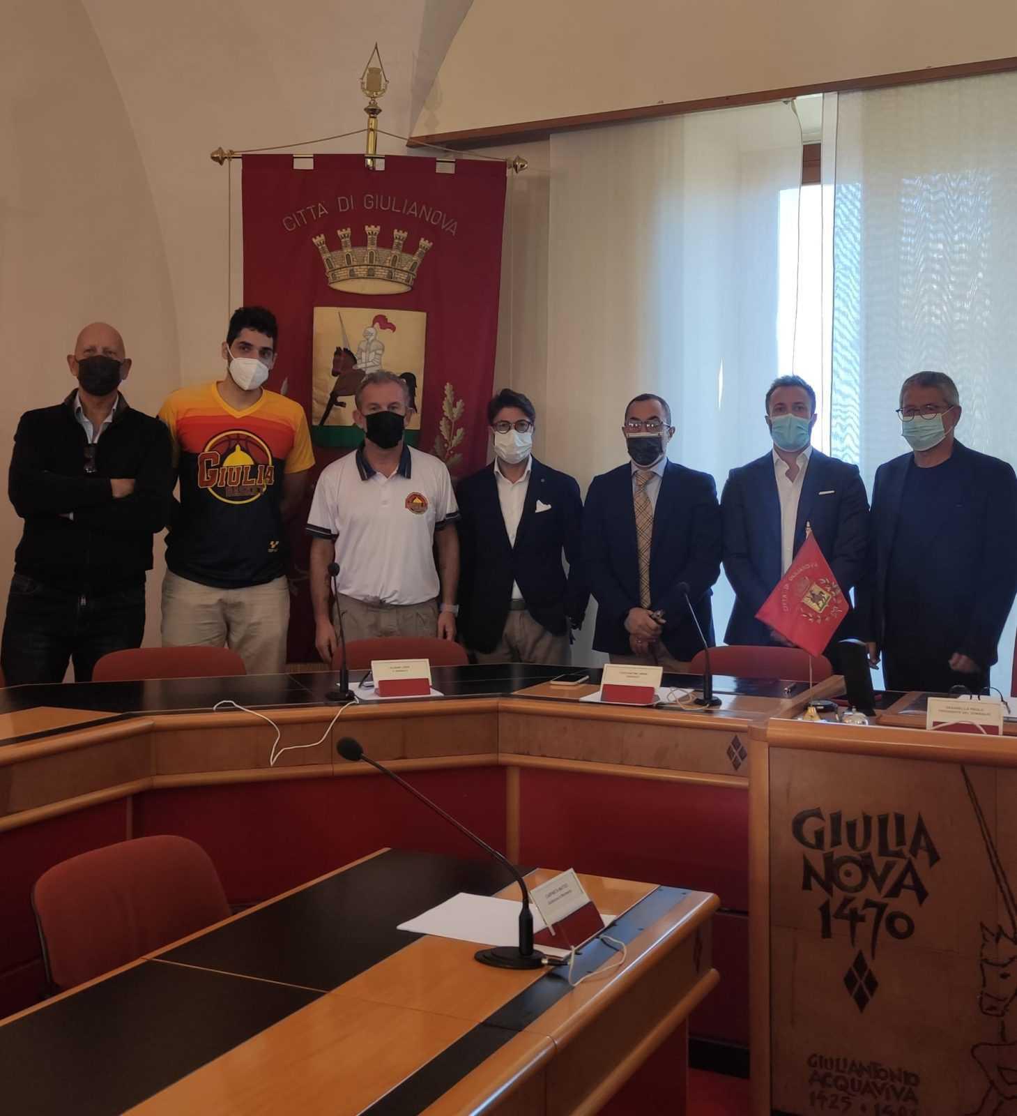 """Basket B, presentato alla città il Giulia Basket. Costantini: """"Grazie ai dirigenti"""""""
