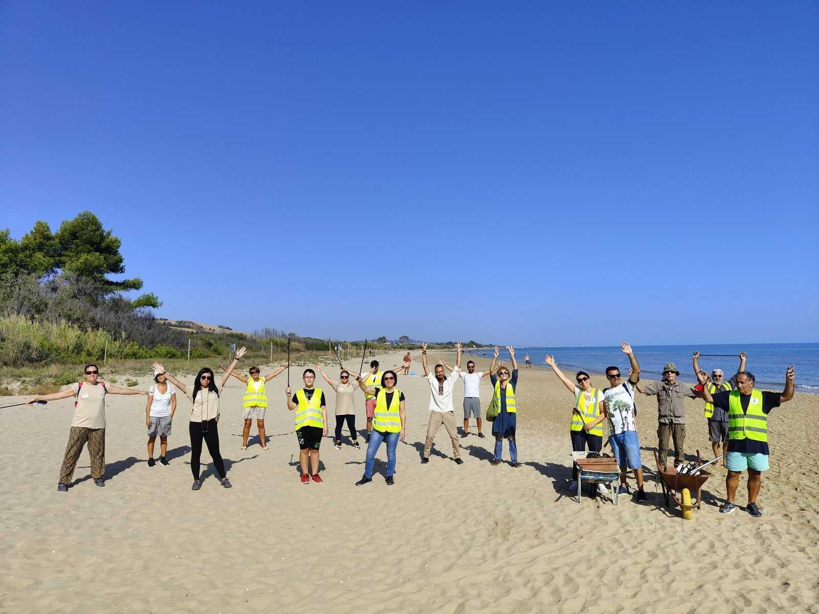 FOTO   Borsacchio, ripiantumata la duna con specie autoctone: rimedio naturale contro erosione costiera