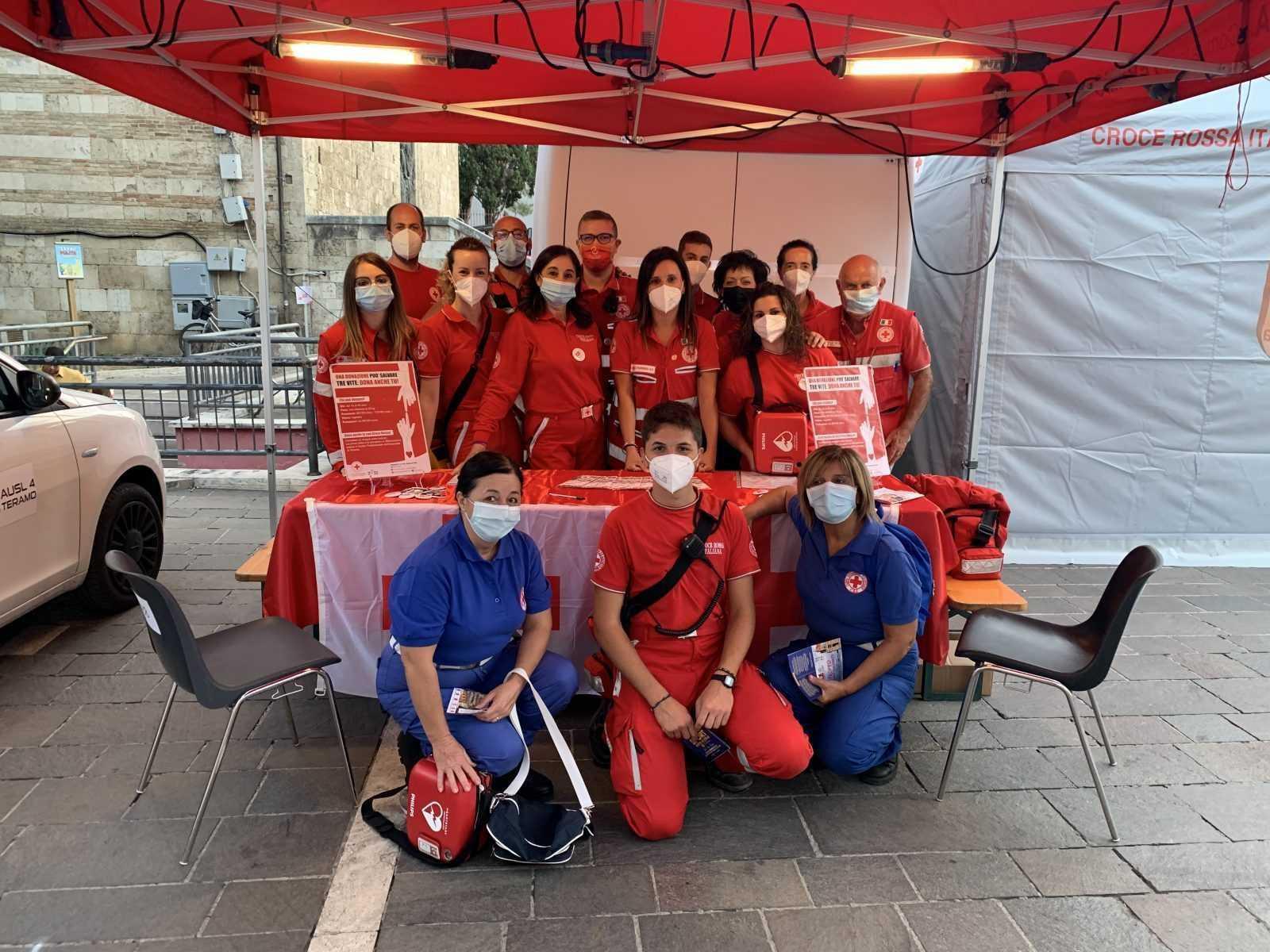 FOTO   Croce Rossa presente in piazza per Sport sotto le Stelle