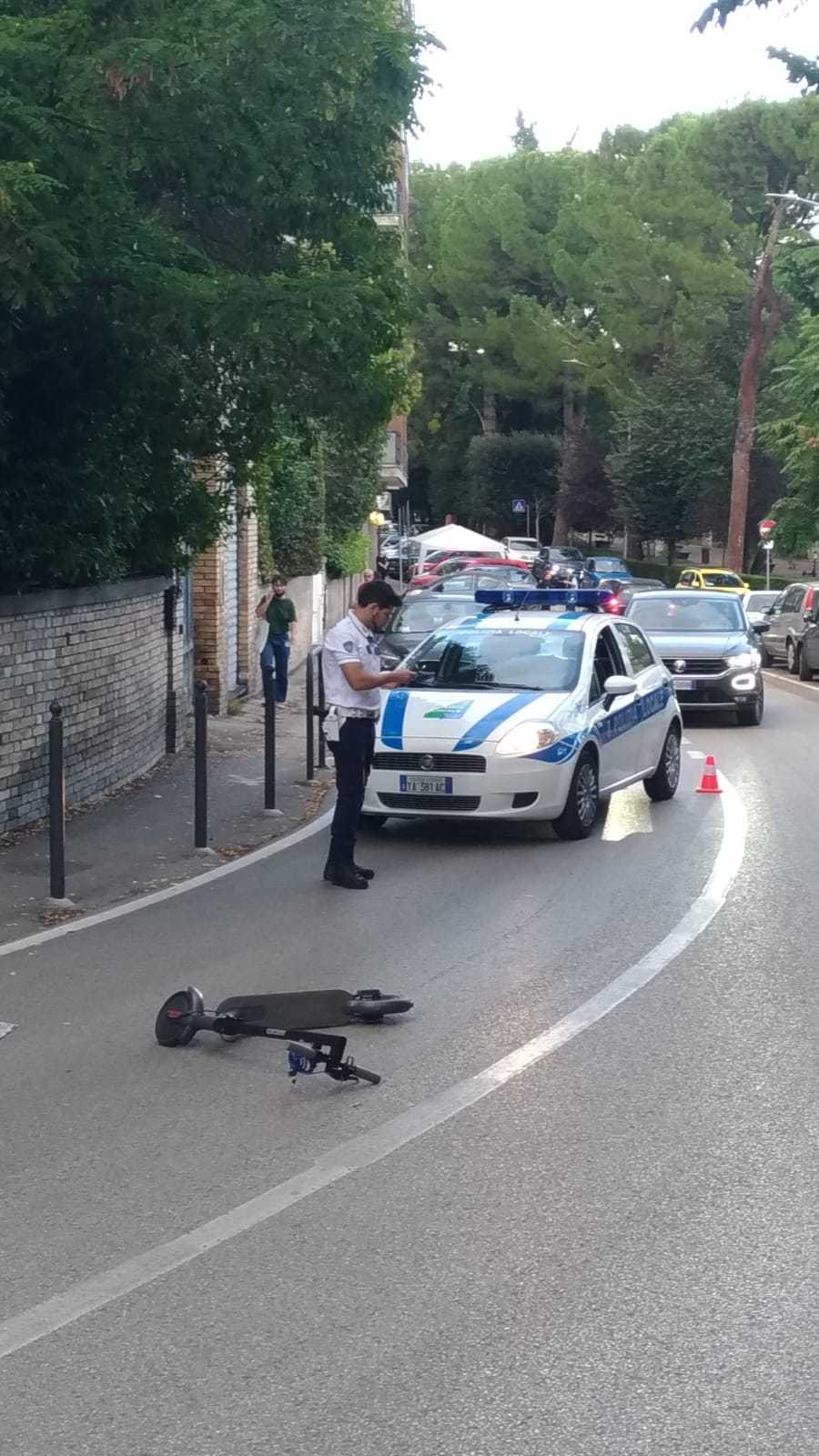 Teramo, moto contro monopattino: incidente in via Paolucci