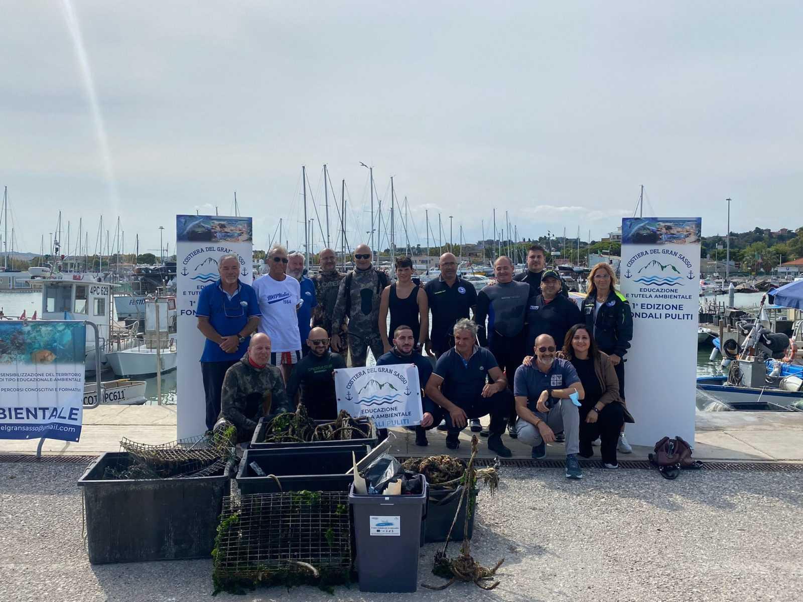 FOTO   Ambiente, ripuliti i fondali marini adiacenti il porto di Giulianova e le scogliere di Cologna