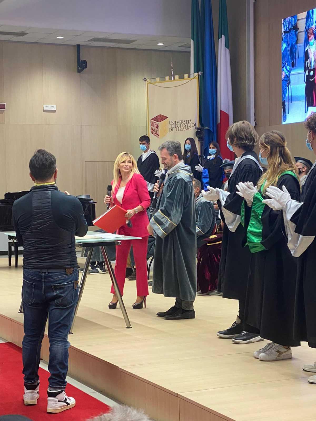 FOTO | Unite, consegnate le pergamene a 50 laureati di Scienze della Comunicazione